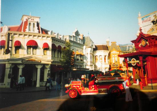 Disneyland Park: along main street