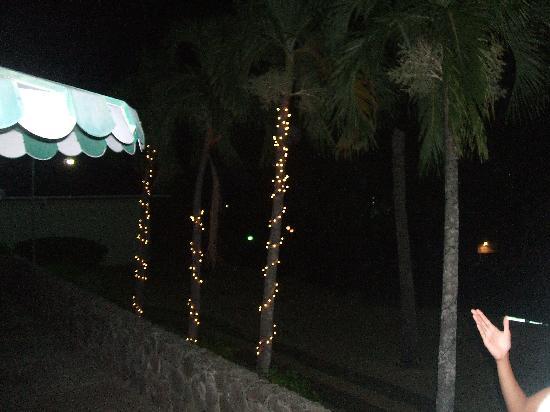 Mount Irvine Bay Hotel & Golf Club: at night