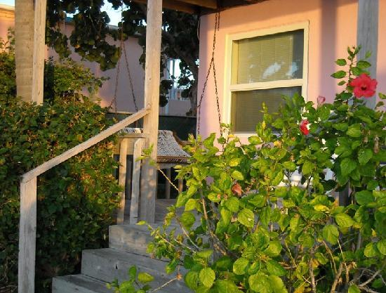 Sands of Islamorada Hotel: Porch for Room 18.