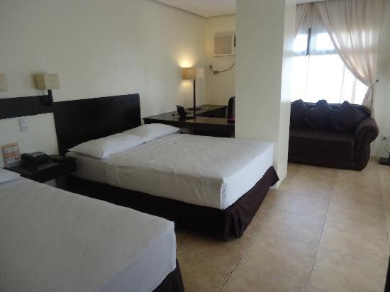 Premiere Citi Suites: one single and one double size bed