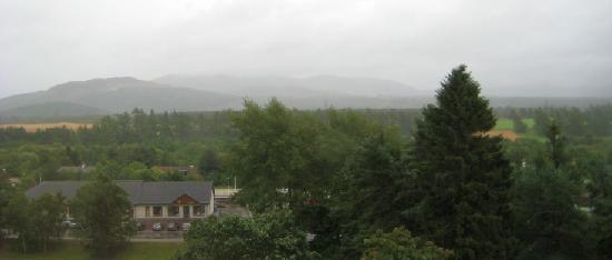 Strathspey Hotel at Macdonald Aviemore Resort: Wet Cairngorms from bedroom