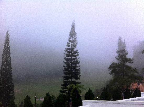 Shahzan Inn Fraser's Hill: View at 0700am. I loved the weather!