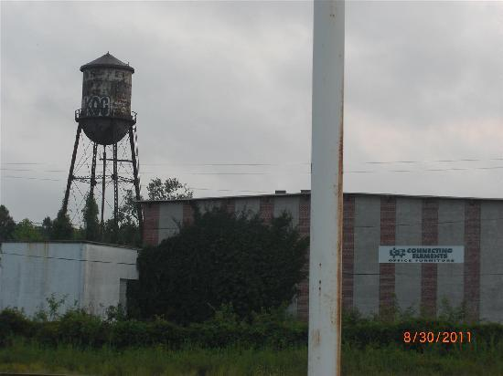 Country Hearth Inn Columbia : Scenic view of water tower.