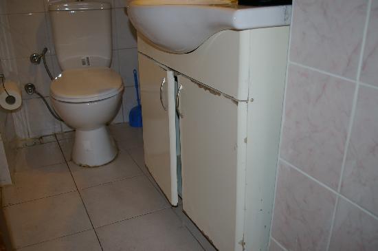 Daisy Hotel Istanbul: bagno in orribili condizioni
