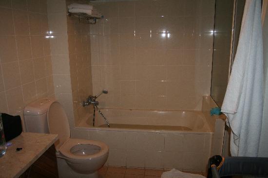 เดอะ นาวิตี รีสอร์ท: General pic of bathroom