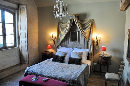 Les Cernailles : Le Montespan bedroom