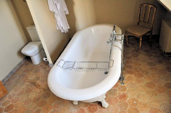 Les Cernailles : Le Montespan bathroom
