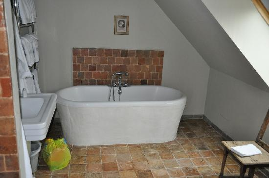 Les Cernailles : La Marie Antoinette bathroom