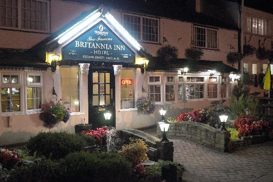 Britannia Inn: Front of Britannia by night