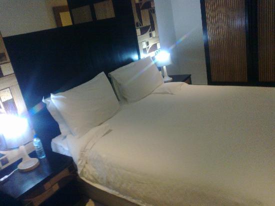 Calypso Hotel: Bed-cozy nd comfy