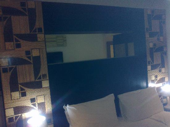 Calypso Hotel: Bed with class african touch