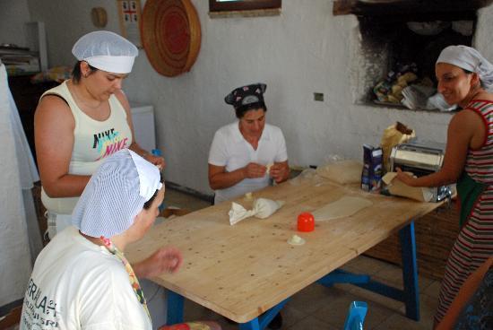 Agriturismo Cirra: The making of stuffed pasta