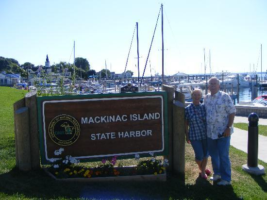 Cottage Inn of Mackinac Island: Ed & Kathy at the harbor