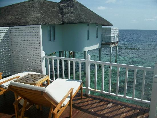 Centara Grand Island Resort & Spa Maldives: Balcanoy of our water villa