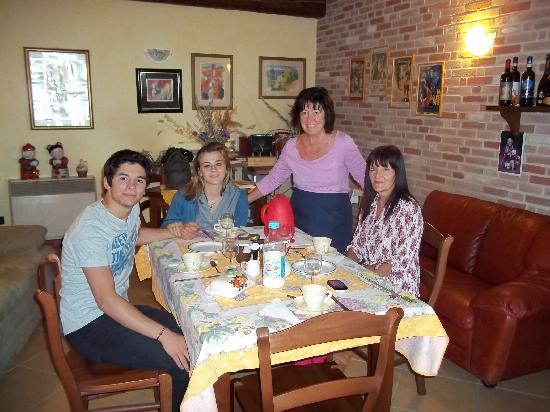 Ca' d'Rot Bed & Breakfast: Con Marisa...la nostra carissima ospite