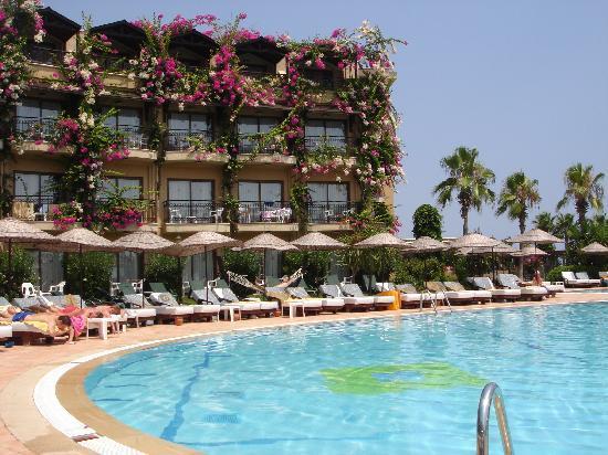 labada beach hotel camyuva