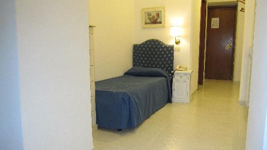 Hotel San Michele: シングルベットが可愛い・・・・
