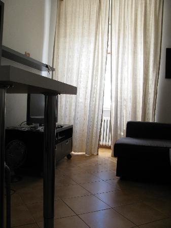 แฮปปี้ ปราก อพาร์ตเม้นท์: salotto con TV satellitare