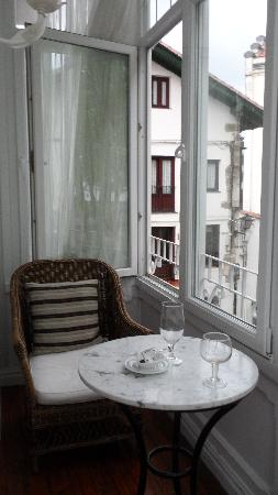 Hotel Atalaya: balcony shutters open -very pleasant to sit with glass of wine