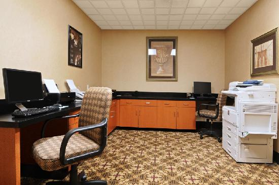 Wingate by Wyndham DFW / North Irving : Business Center