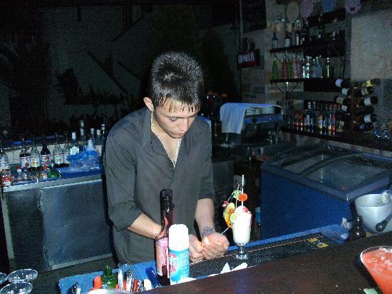 Sirca Apartment Hotel : Tom cruise ( friendly bar staff )