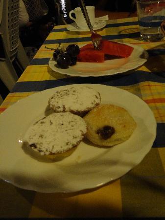 Fossacesia Marina, Italia: local pastries bocconotti