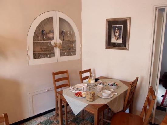 Le Cerisier: Dining room