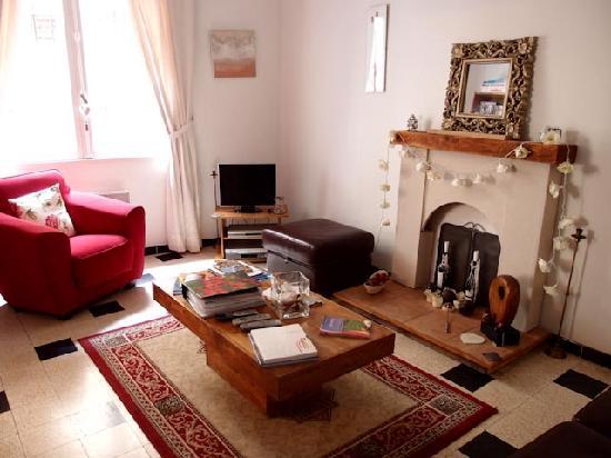 Le Cerisier: Sitting room2