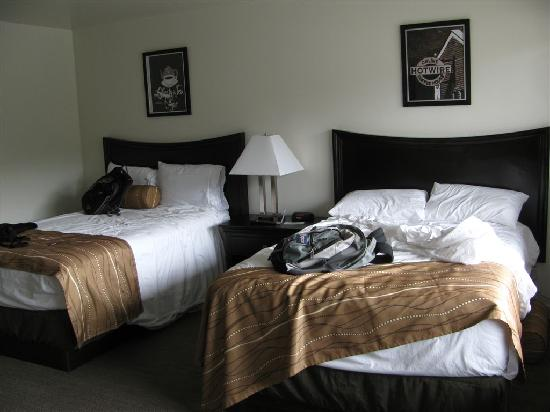 The Grove, West Seattle Inn: Clean, new beds