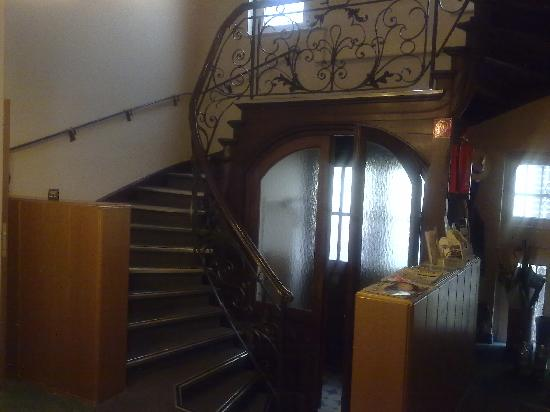 Hotel-Pension Golz: The main entrance and the staircase.
