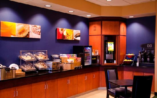 Fairfield Inn & Suites Holiday Tarpon Springs : Enjoy Complimentary Breakfast