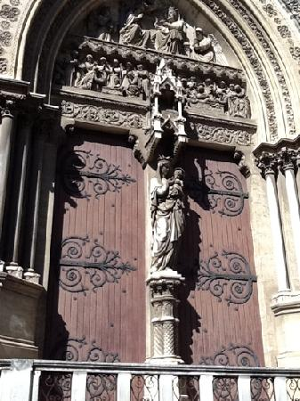 Cathédrale Saint-Pierre : doorway