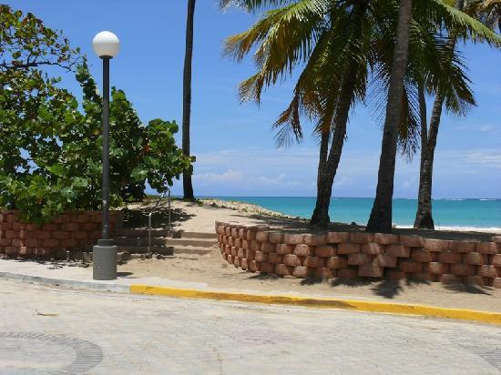 Borinquen Beach Inn: Isla Verde Beach access