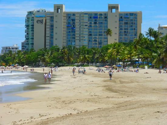 Borinquen Beach Inn: Isla Verde Beach
