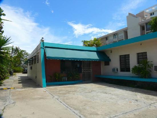 Borinquen Beach Inn: Hotel entrance