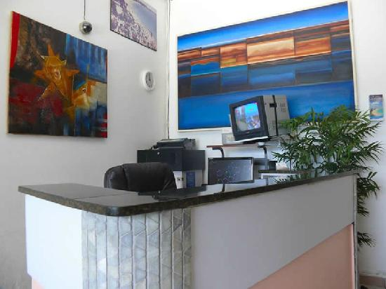 Borinquen Beach Inn: Front Desk