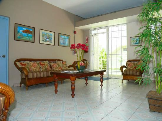 Borinquen Beach Inn : Living area