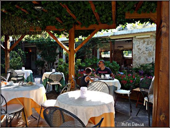 Hotel Danila : Spazio dove poter fare colazione o prendere un aperitivo..