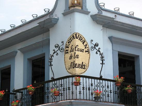 Foto de la casa de la abuela oaxaca preparando tlayudas - La casa de la abuela cazorla ...