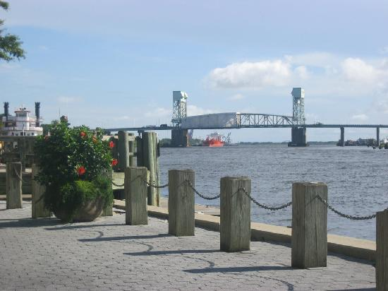 Hotel Riverwalk: The waterfront w/in walking distance