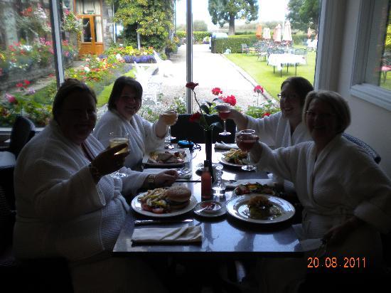 Lodore Falls Hotel: Cheers! : )