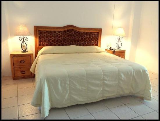 Emperador Vallarta Beachfront Hotel & Suites: Estandard Suite / King Size