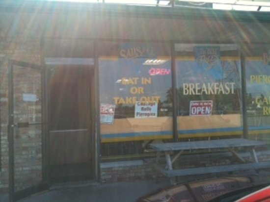 Helen's Fast Food: Yes, I think the sun shines on this place