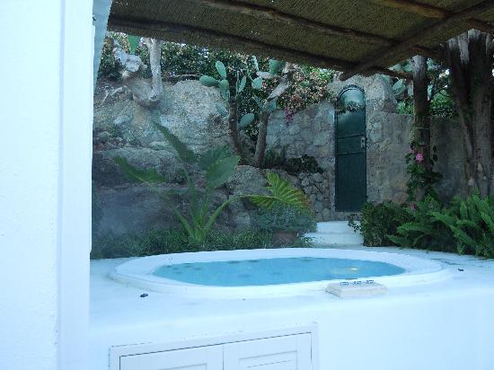 Garden & Villas Resort: Idromassaggio sul terrazzo