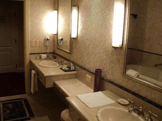 iguazu grand resort spa casino bathroom - Yacusi