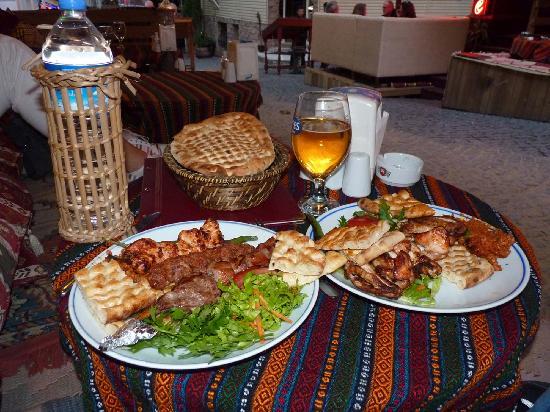 Ozler Restaurant: Assiette Mix, super bien garni