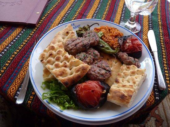 Ozler Restaurant: Assiette Köfte