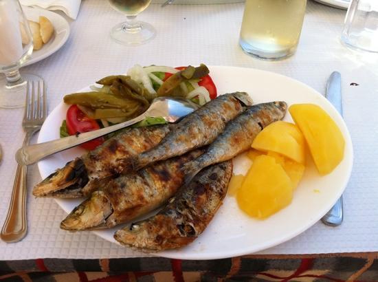 Churrasqueira o cofre: grilled sardines