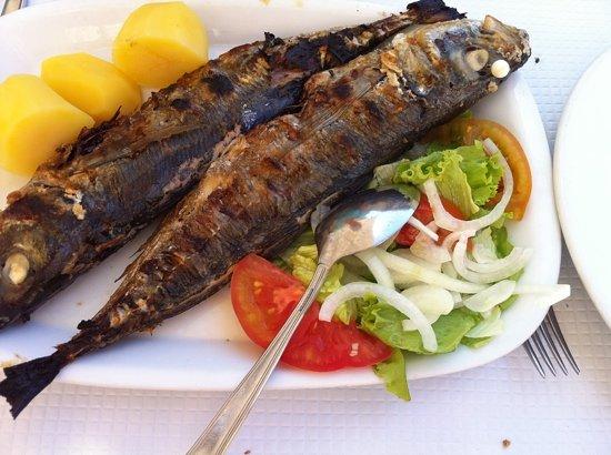Churrasqueira o cofre: grilled makrels