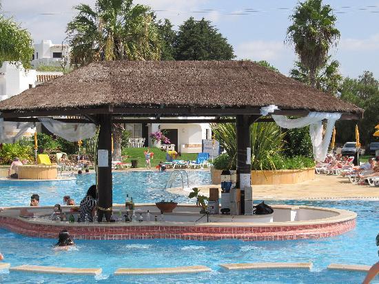 Clube Albufeira Resort: Pool bar at Pool 2 (biggest pool)